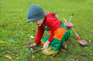 Child planting, Sensory Gardens, Plants and Accessories to Stimulate the Senses